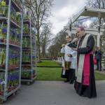 Zegening bloemen voor Paus 2017