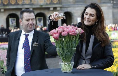 Quinty Trustfull met Arjan Smit, voorzitter van de Nederlandse Tulpenkwekers (TPN).